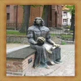 Mikołaj Kopernik Olsztyn przed Muzeum Warmii i Mazur