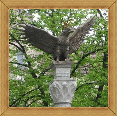 Pomnik Orła Białego w Olsztynie Plac Konsulatu Polskiego.