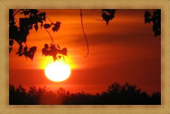 Atrakcyjne widoki Warmia i Mazury słońce o poranku.