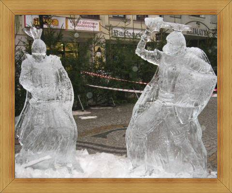 Rycerze Olsztyn wystawa na starówce rzeźb lodowych
